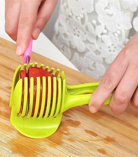 Handige tomatensnijder. Je kunt hem ook voor andere groenten, fruit en zelfs eitjes gebruiken.