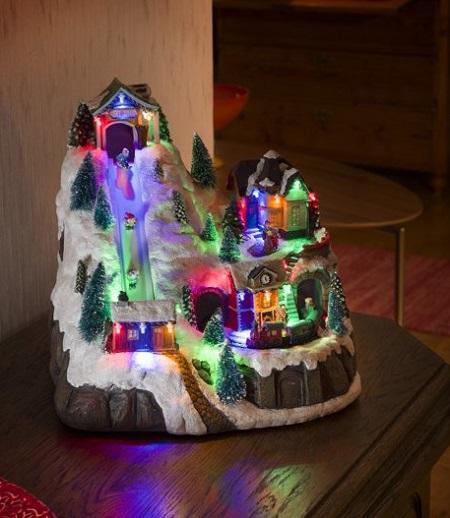 Leuk kerstdorpje met bewegend skilift, treintje, LED verlichting en 8 kerstliedjes.