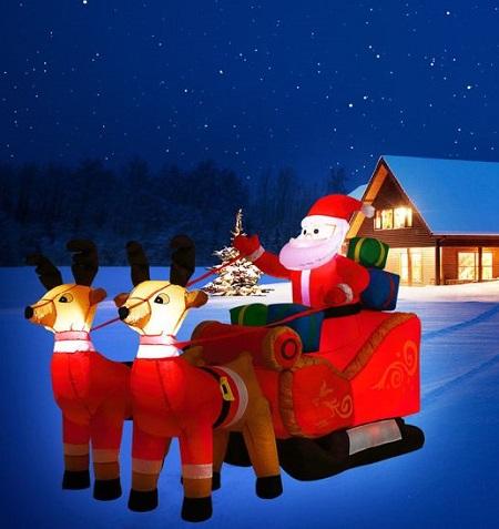 Opblaasbare kerstman met arrreslee, rendieren en LED verlichting. Dit is een kerstversiering waar niemand omheen kan.