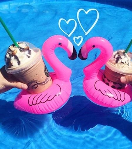 Opblaasbare flamingo bekerhouder.