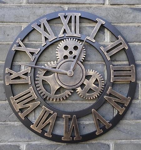 Mooie industriële wandklok met open uurwerk en een prachtig retro, steampunk design.