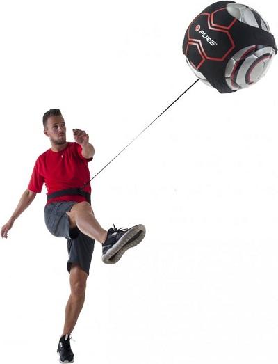 Voetbal aan elastiek. Perfect om in je eentje je trap- en passtechnieken bij te schaven.