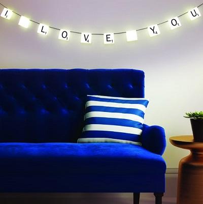 scrabble lichten met de tekst 'I love you'.