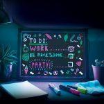 Tekstbord met Neon Stiften en Verlichting