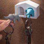 Duo Olifant Sleutelhangers in een Sleutelhouder Huisje