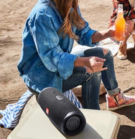 Draadloze Bluetooth speaker met ingebouwde powerbank.