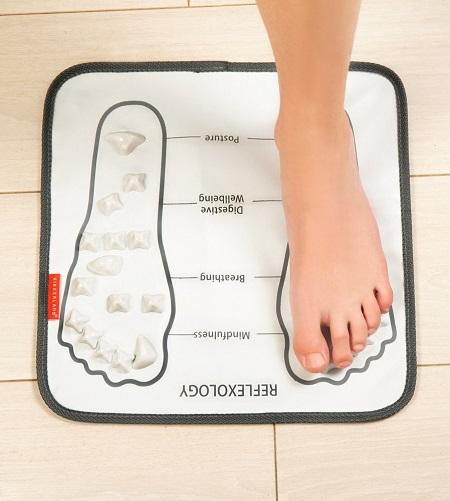 Voetmassage mat met voetreflexologie drukpunten.