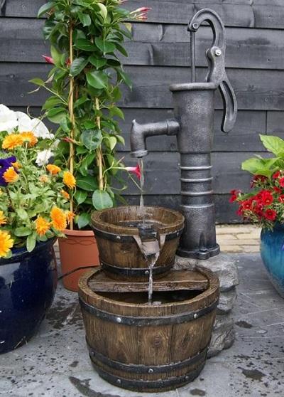 Waterornament – Waterpomp met Emmers