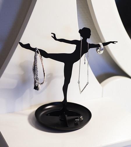 Sieradenhouder in de vorm van een ballerina.