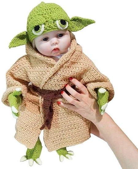Baby Yoda kostuum.