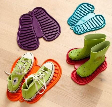 Schoenenmat in verschillende frisse kleuren.