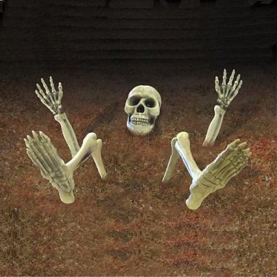 Skelet decoratie om je tuin helemaal in de juiste sfeer voor Halloween te brengen.