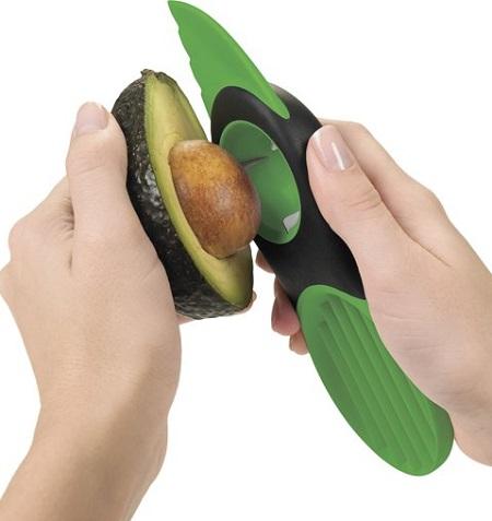 Handige 3 in 1 avocado snijder.