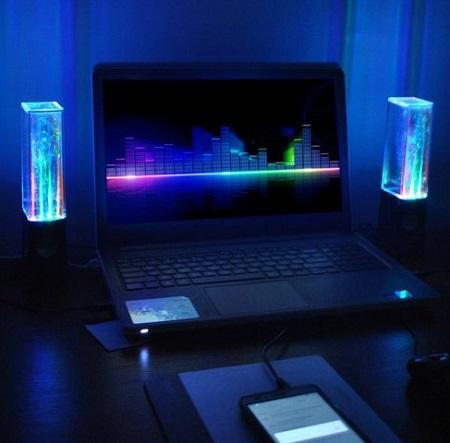 Deze dancing water speakers met LED maken muziek luisteren op je PC, laptop, tablet of smartphone nu nog een stuk leuker.