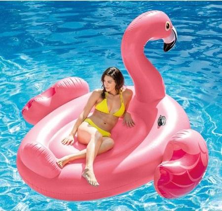 Met deze enorm roze opblaas flamingo is de zwempret compleet. Een echte eye-catcher op het strand of in het zwembad.