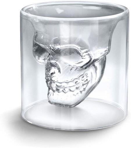 Schedel shot glas. Mooi glas om op een unieke manier te genieten van een drankje.
