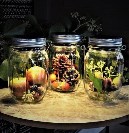 Glazen potten met sfeervolle led verlichting op zonne-energie.