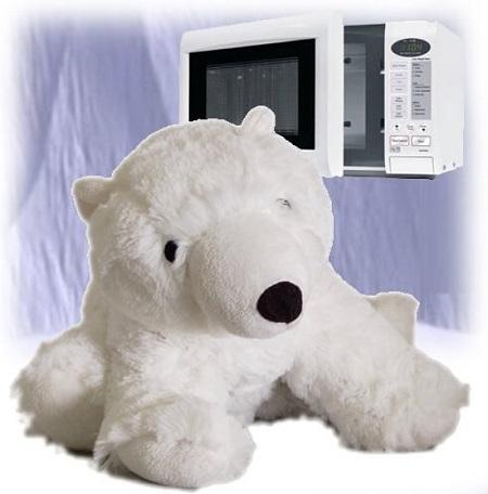 Deze 'hot polar bear' houdt je warm op koude dagen. Doe hem 2 minuten in de magnetron en de ijsbeer houdt je twee uur lang heerlijk warm.
