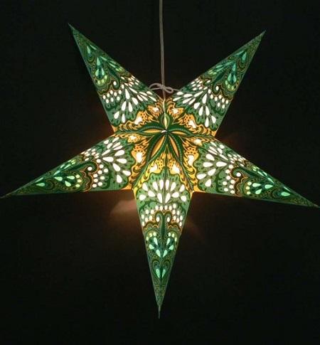Mooie papieren kerstster met verlichting. Niet alleen met kerst maar het hele jaar door een mooi eye-catcher die een prachtige sfeervolle verlichting. geeft