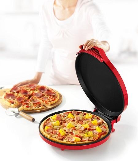 Handige pizzamaker. Binnen 5-8 minuten een perfect gebakken pizza op tafel... of je hem nu zelf maakt of gewoon een diepvriespizza op wilt warmen.
