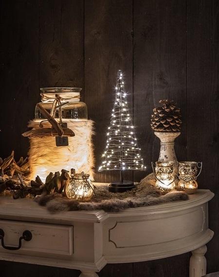 Santa's Tree is een deco-kerstboom die je huis op een stijlvolle manier helemaal in de kerstsfeer brengt. Kerstdecoratie die heel goed in moderne interieurs past.