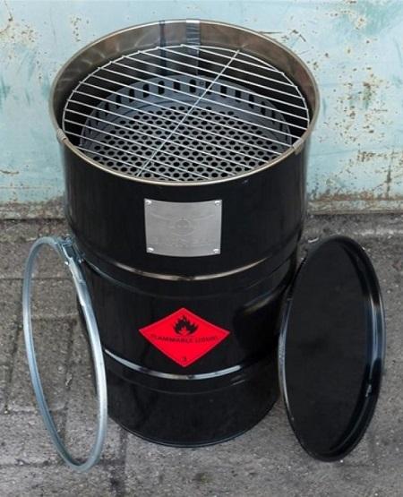 De BarrelQ is de coolste BBQ/vuurkorf ooit. Hij is gemaakt van een oliedrum. Lekker bbq-en en daarna genieten van een knapperend vuurtje. Ook heel leuk voor in de man cave.