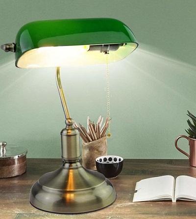 Deze mooie retro bankierslamp geeft een klassiek tintje aan je kantoor.