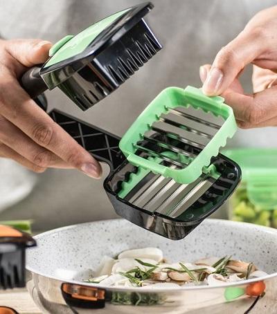 De Nicer Dicer Quick is een groentesnijder waarmee je in een handomdraai je groente, fruit of eitjes in hapklare blokjes, reepjes of schijfjes snijdt.