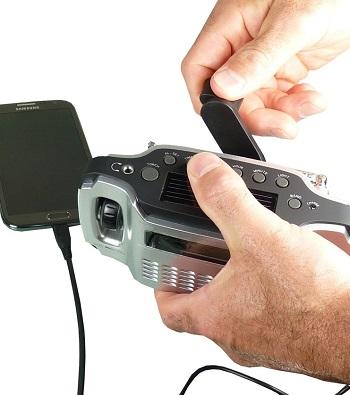 POWERplus Lynx - solar/dynamo/USB oplaadbare AM/FM radio met LED lamp die ook als oplader voor je mobiele telefoon kan dienen.