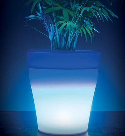 Bloempot met 7 kleuren LED verlichting zorgt voor een prachtige sfeer in huis.