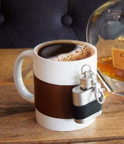 Koffiemok met extra shotflesje.