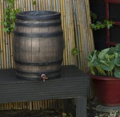 Regenton die sprekend lijkt op een echt houten wijnvat.