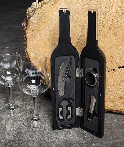 Wijnfles met wijnaccessoires