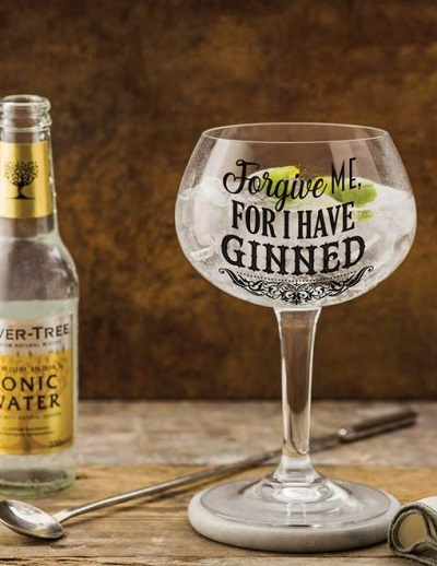 "Gin glas met de tekst ""Forgive Me For I Have Ginned""."