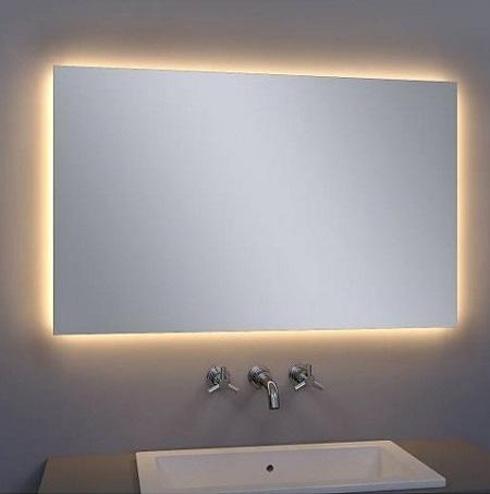 Spiegel met infraroodverwarming en LED verlichting.