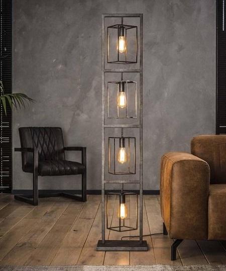 Industriële vloerlamp 'Cube Tower' met vier sfeervolle LED filament lampen.