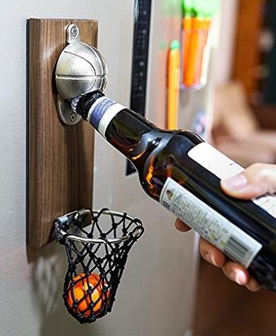 Basketbal flessenopener met opvangnet.
